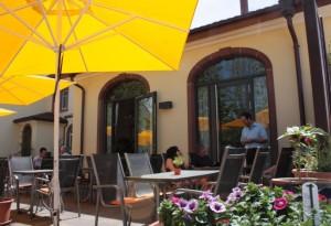 Restaurant: Terrasse (Bouleplatz) | Thai Tawan - Thailändische Gerichte für die Urlaubsregion Europa-Park Rust