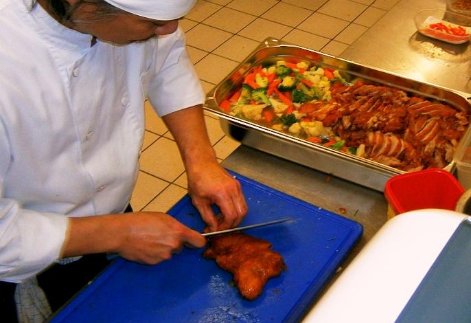 Restaurant-Partyservice: Vorbereitungen (Küche) | Thai Tawan - Thailändische Gerichte für die Urlaubsregion Europa-Park Rust