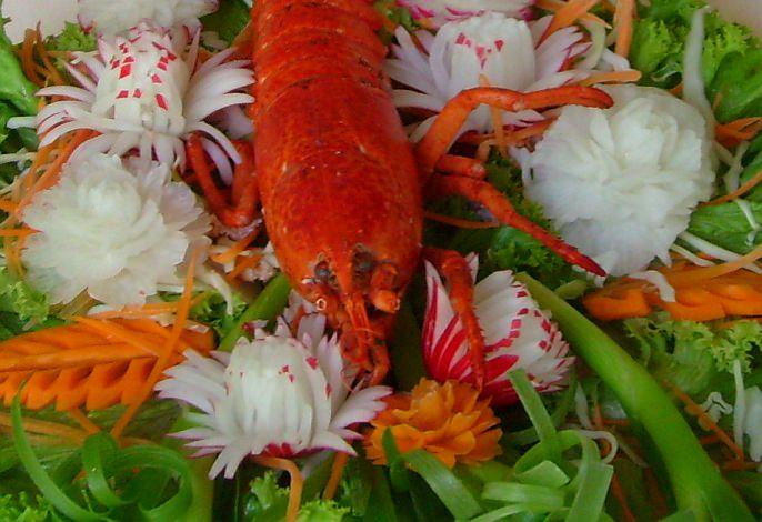 Hummer, Radiesche, Karotten | Obst- & Gemüseschnitzereien im Thai Tawan - Thailändisches Restaurant im Breisgau b. Europa-Park Rust
