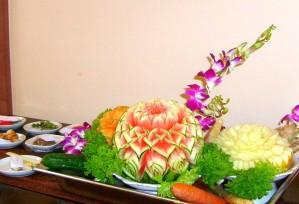 Variation von Obst- & Gemüseschnitzereien im Thai Tawan - Thailändisches Restaurant im Breisgau b. Europa-Park Rust