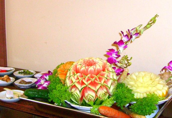 Variation von Obst- & Gemüseschnitzereien