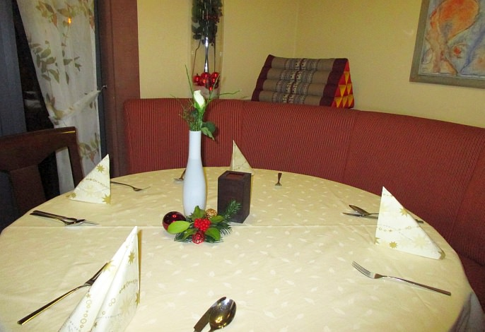 Restaurant: Weihnachtsgedeck und -dekoration | Thai Tawan - Thailändische Gerichte für die Urlaubsregion Europa-Park Rust